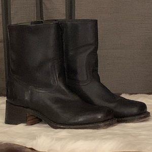 Frye women's Black Boots size 7 1/2(Run a bit big)